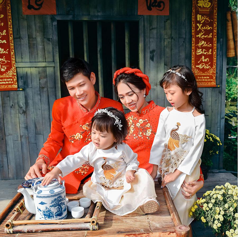Chụp ảnh kỷ niệm ngày cưới cùng các con