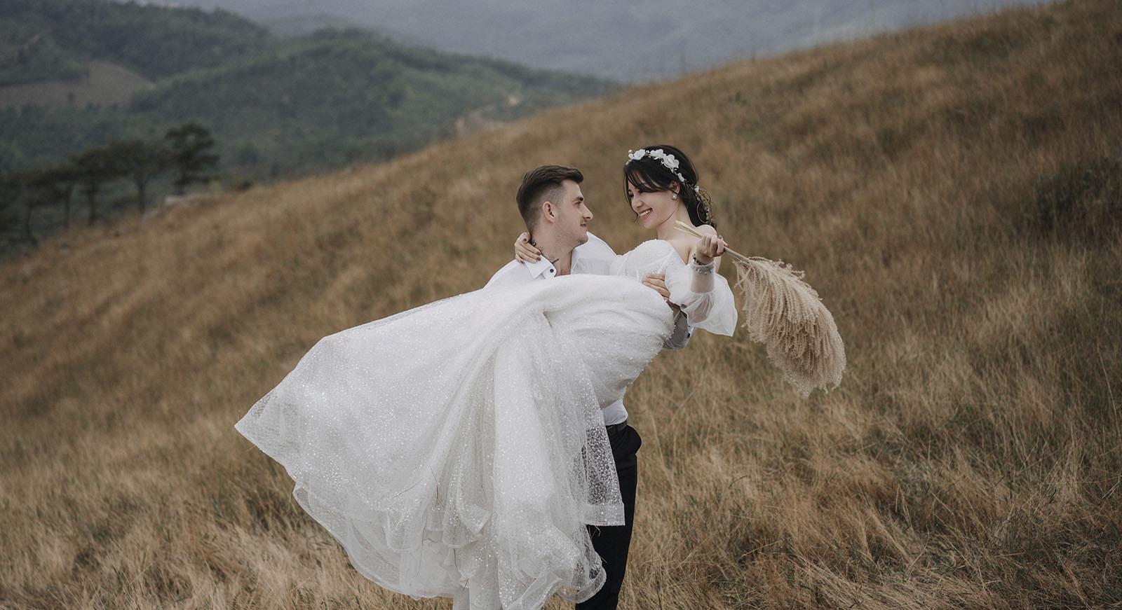 Giá chụp ảnh ngoại cảnh tại Bạch Tuyết Bridal bao nhiêu?