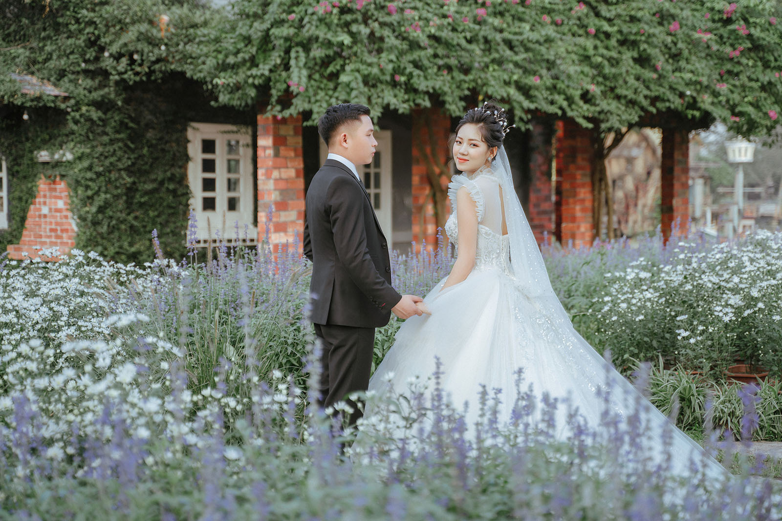 Kinh nghiệm chọn trang phục chụp ảnh cưới phù hợp với concept