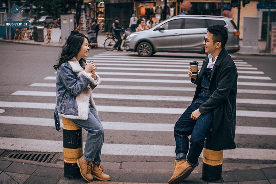 Chụp ảnh cưới đường phố phong cách đời thường