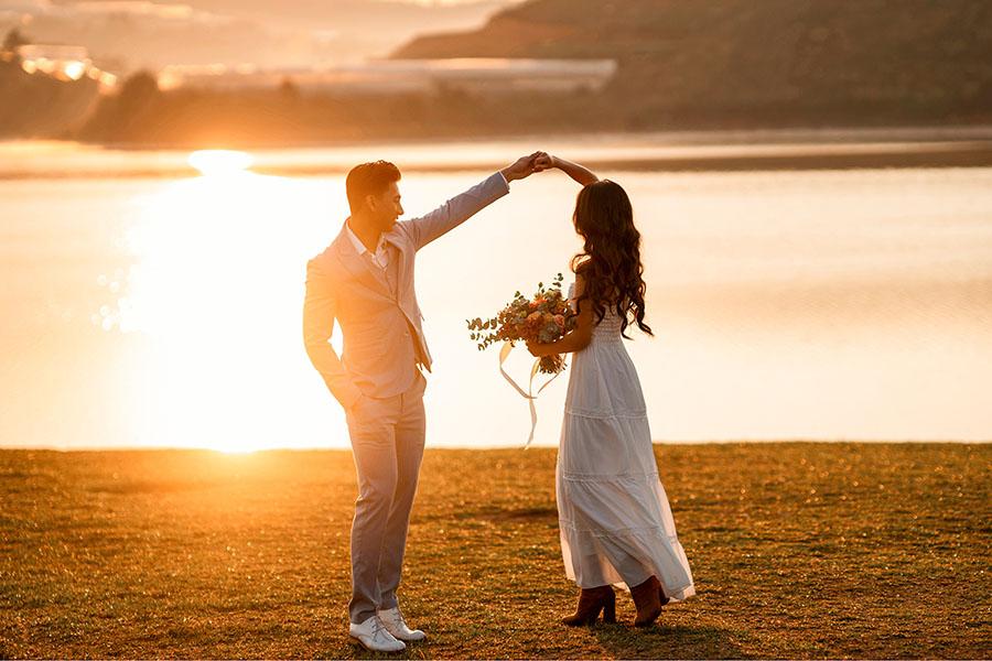 Trang phục chụp ảnh cưới hoàng hôn