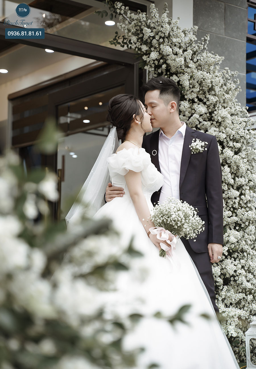 Nên chụp ảnh cưới truyền thống hay phóng sự cưới