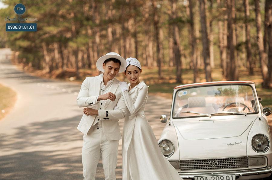 Ảnh cưới chụp tại những con đường xuyên rừng