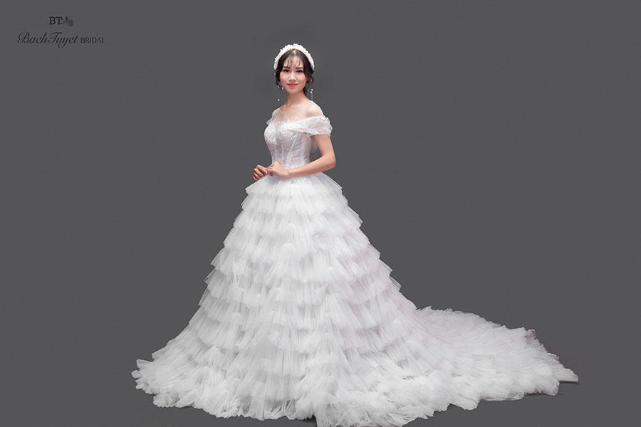 Váy cưới cho cô dâu da trắng hồng