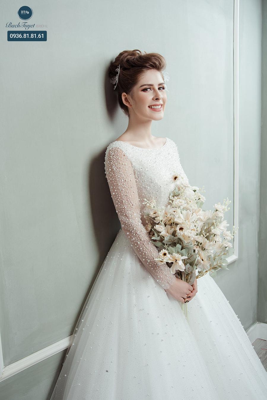 Váy cưới cho cô dâu vai to