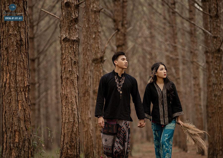Chụp ảnh cưới ngoại cảnh ở rừng nên mặc gì