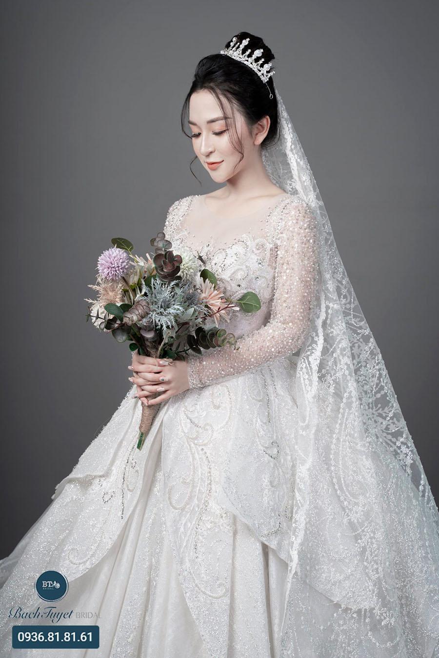 Váy cưới dáng chữ A