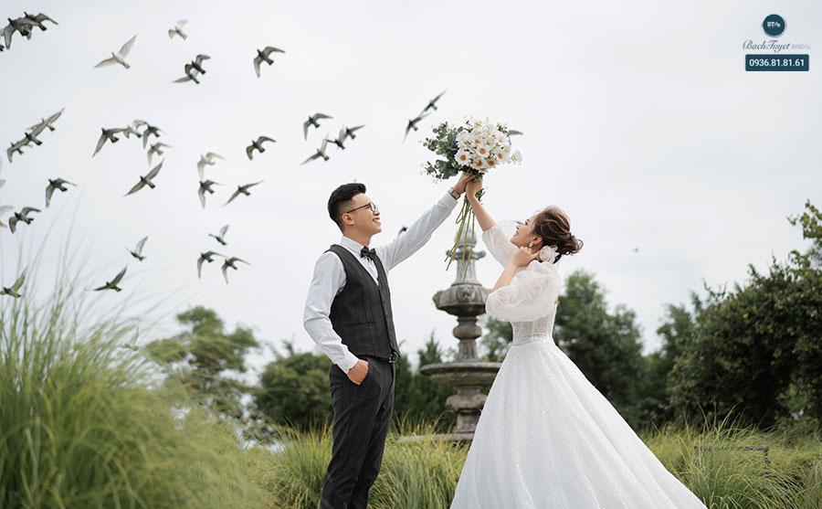Xem review studio chụp ảnh cưới trên mạng xã hội
